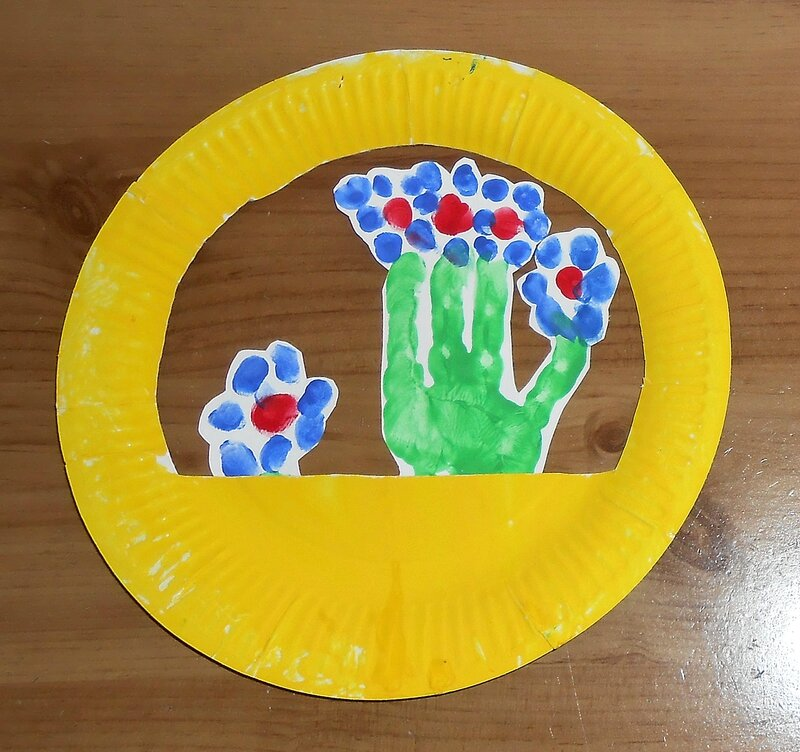 fleurs-pot-panier-empreinte-mains-bebe-enfant-activite-manuelle-peinture-printemps-facile-fete-mere (5)