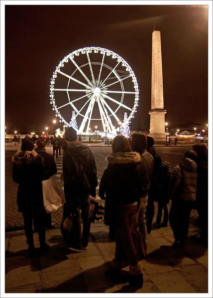 Paris illuminations 3 touristes 181212