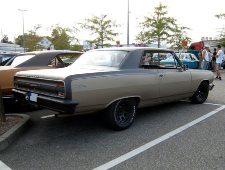 Chevrolet_chevelle_Malibu_coup___Rencard_Burger_King_aout_2009__02