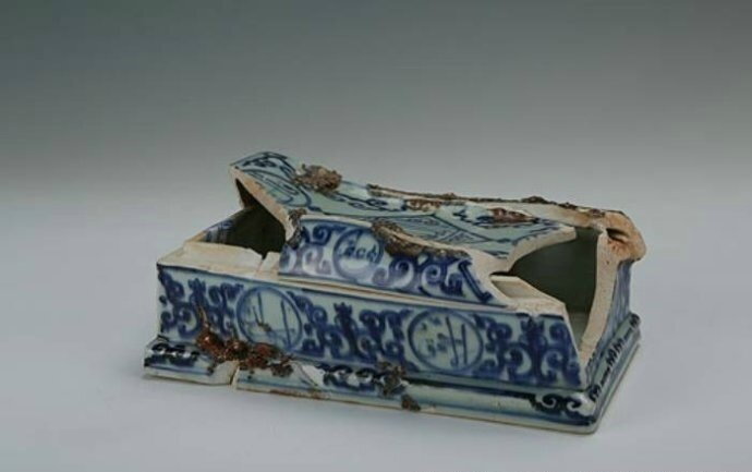 Blue-and-white covered box with Arabic inscriptions, Zhengde period (1506-1521)