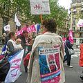 04 Une manifestante bien