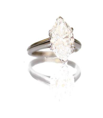 belle_bague_en_platine_sertie_un_tres_beau_diamant_1334145299313214
