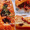 Cake aux tomates séchées, moutarde et herbes aromatiques