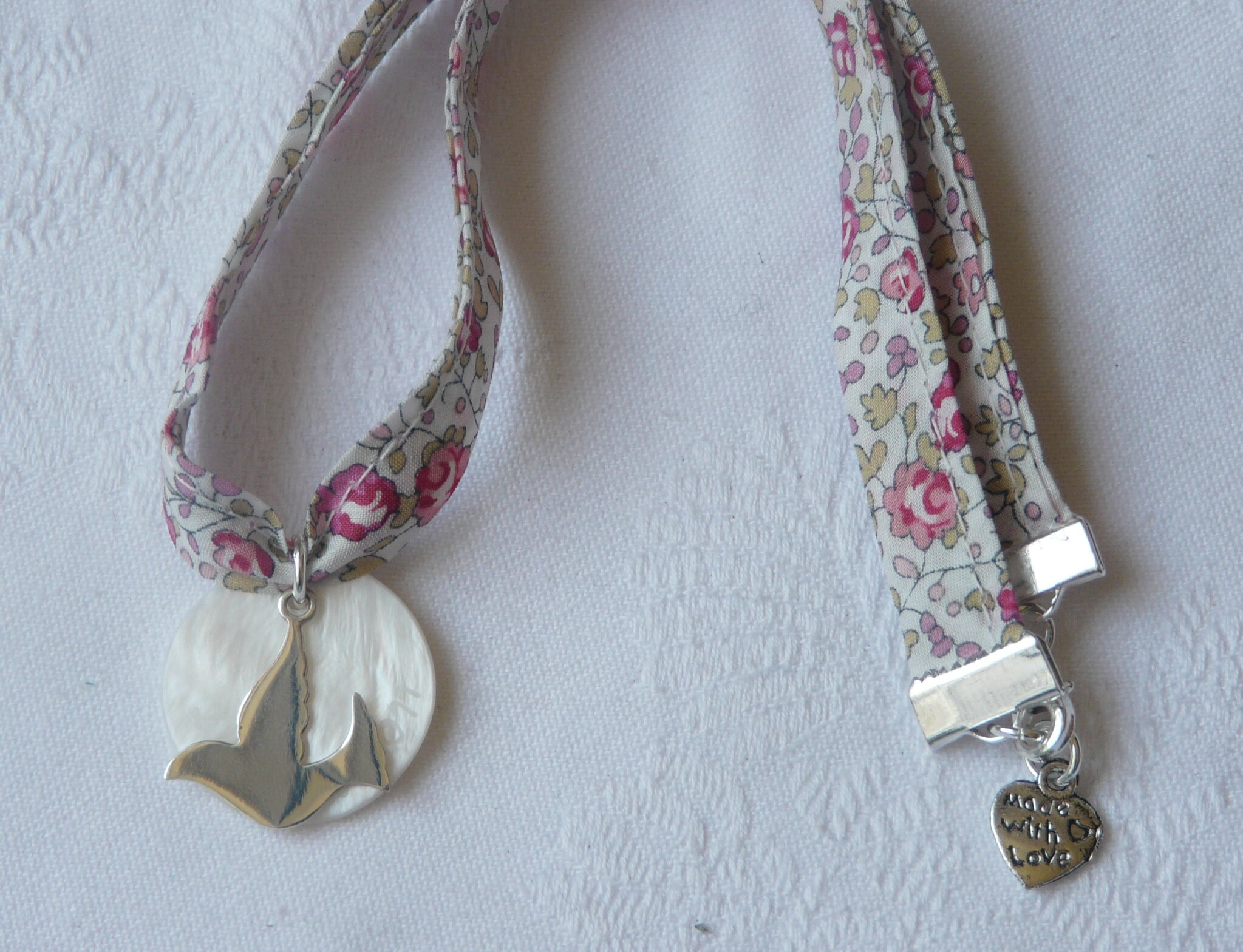 Collier de Confirmation (sur ruban Eloïse rose) - 34 €