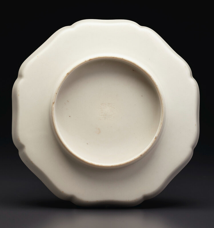 2020_NYR_19039_0869_001(a_molded_soft_paste_lobed_octagonal_dish_china_qing_dynasty_18th_centu031452)