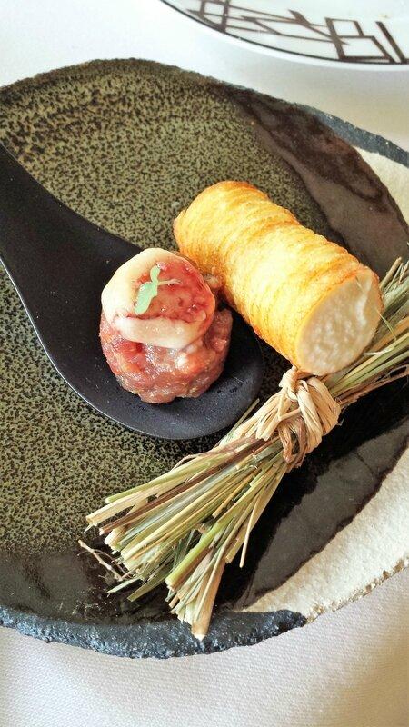 2017 08 24 (11) déjeuner au Relais BL - tartare de boeuf de Charolles AOP, émulsion de pomme de terre, jambon du Morvan