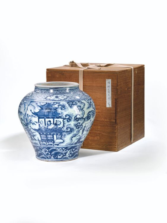A rare and important blue and white jar, guan, Ming dynasty, Zhengtong-Tianshun period (1436-1464)