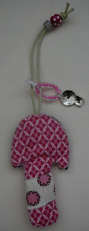 Porte clefs Kokeshi rose (verso)