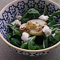 Salade de roquette, poire, gorgonzola et noix