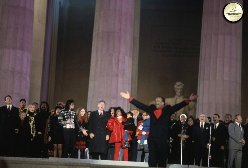 lincoln-memorial-celebration-michael-joins-president-bill-clinton-for-his-ingaugural-celebration(73)-m-11