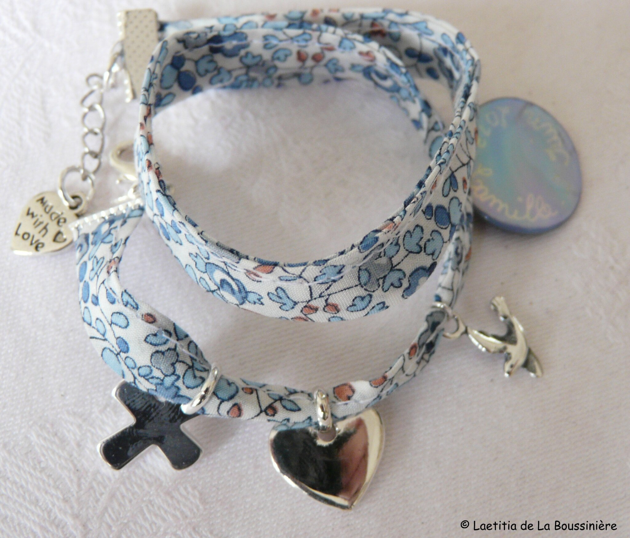 Bracelet double tour, Trinité en argent et médaille gravée