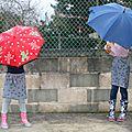 Sous les parapluies ...