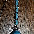 H.R. détails chaînette avec lien tissu et perle bleue