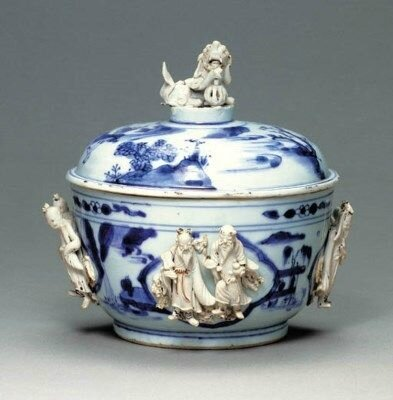 A Rare Biscuit-Decorated Blue and White Bowl and Cover, Tianqi period (1621-1627)