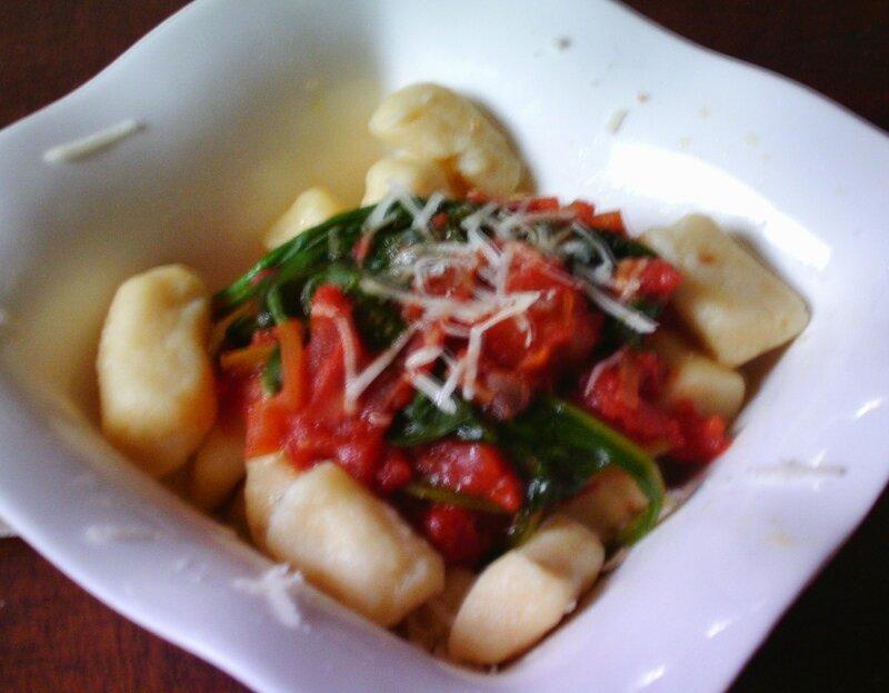 Gnocchis à la sauce tomates et au épinards