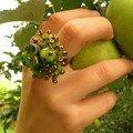 Bague vert pomme (polymère et rocaille)