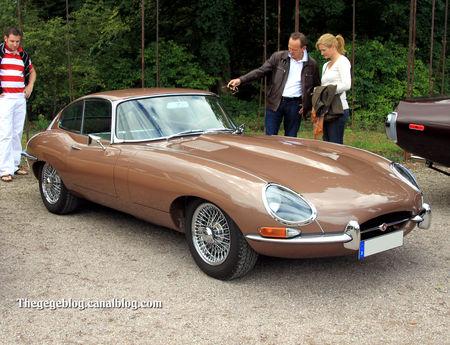 Jaguar_type_XK_E__version_US__serie_1_coup__de_1962__1961_1967__9_me_Classic_Gala_de_Schwetzingen_2011__01