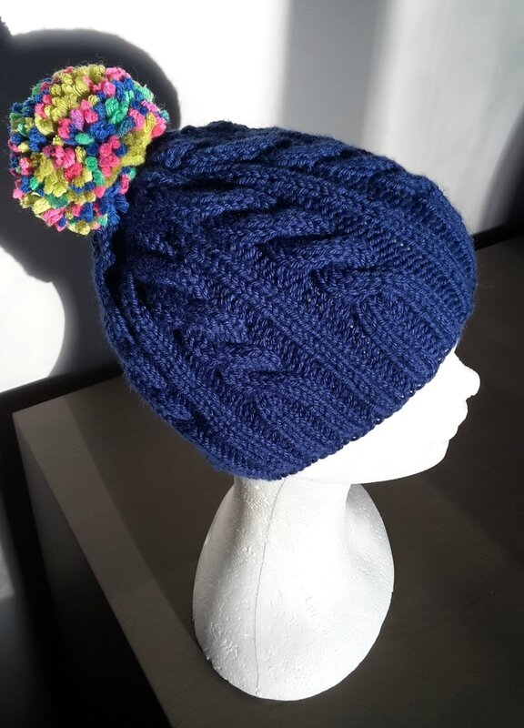 bonnet torsades bleu et pompom2