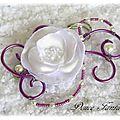 Attache-traîne fleur blanc violine fil aluminium accessoire de mariée