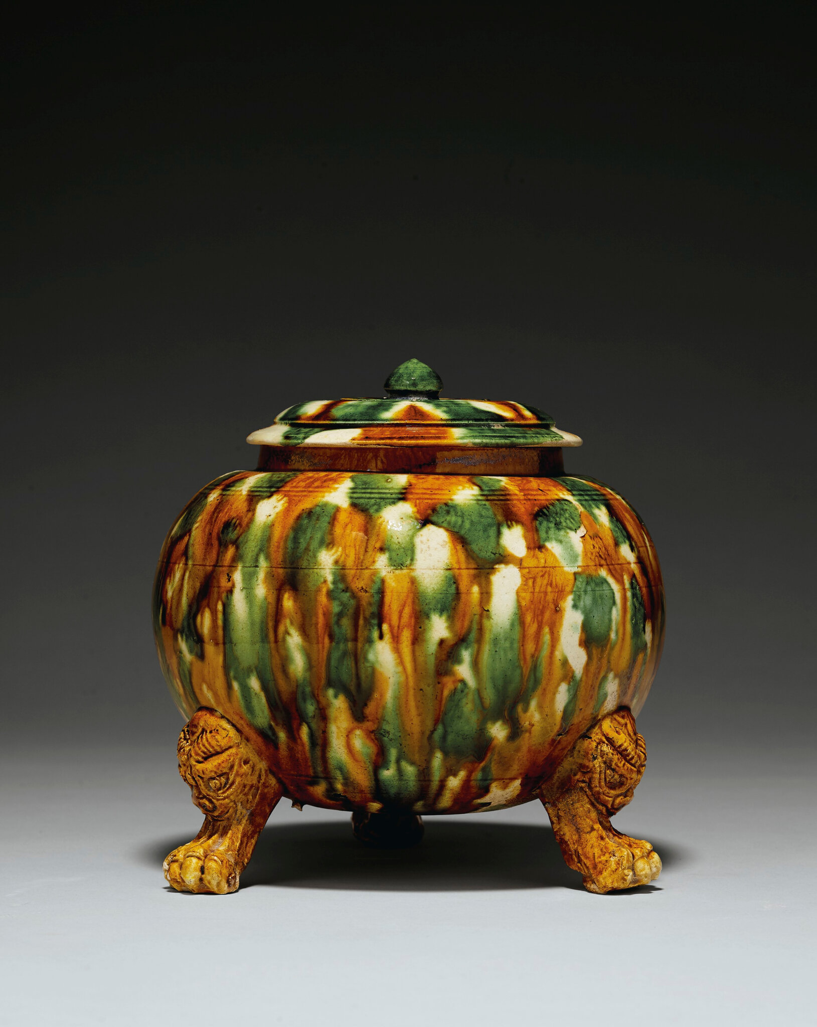 A sancai-glazed pottery tripod jar and a cover, Tang dynasty (618-907)