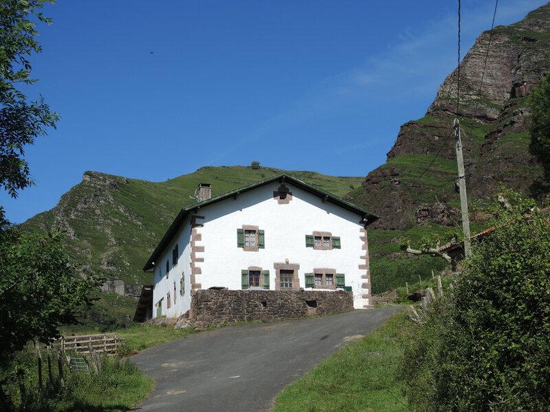 A) Bidarray, départ, ferme Arouchia (64)