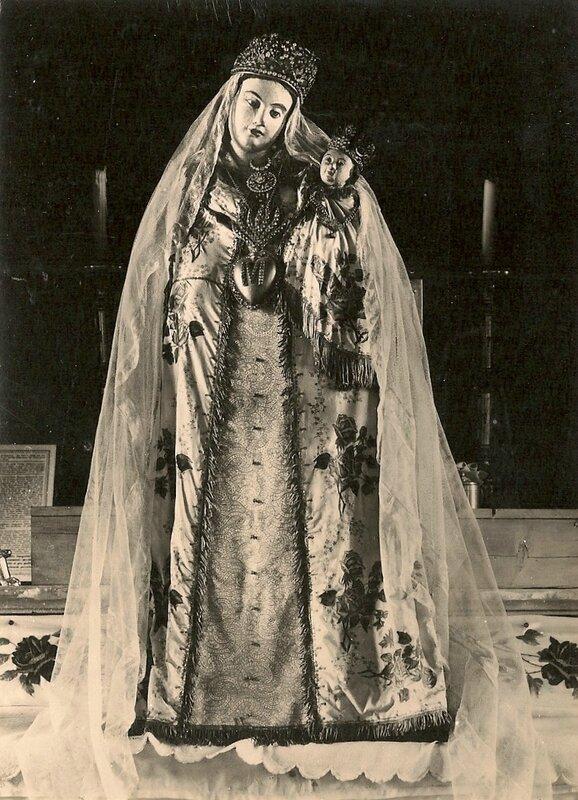 CPM Ronchamp Notre-Dame du Haut Vierge en habit