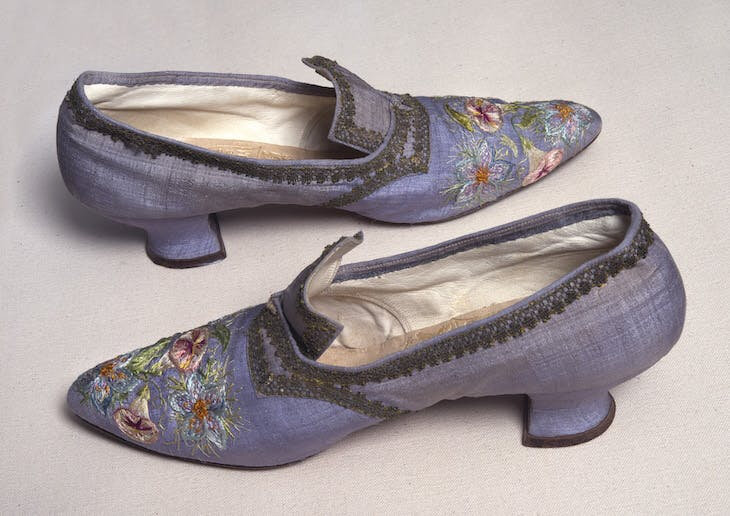 032_Embroidered-Shoes-Marie-Spartali-Stillman