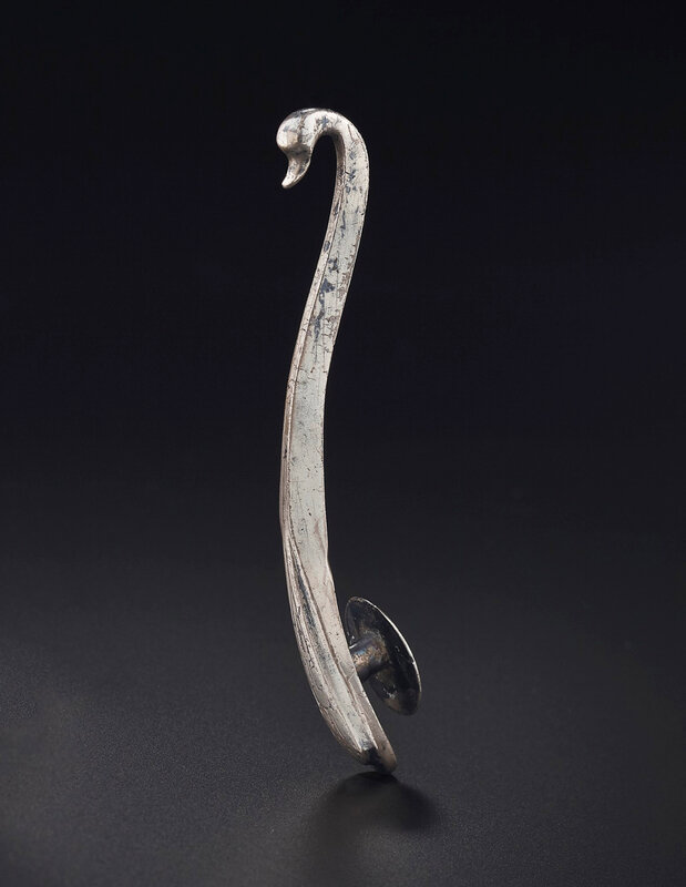 2019_NYR_18338_0539_000(an_engraved_silver_garment_hook_late_warring_states-western_han_dynast)
