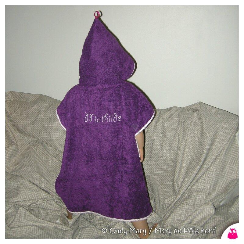 DSCN7505-poncho-de-bain-mathilde-prenom-personnalise-poncho-violet-biais-rose-pois-blanc-owly-mary-du-pole-nord-fait-main