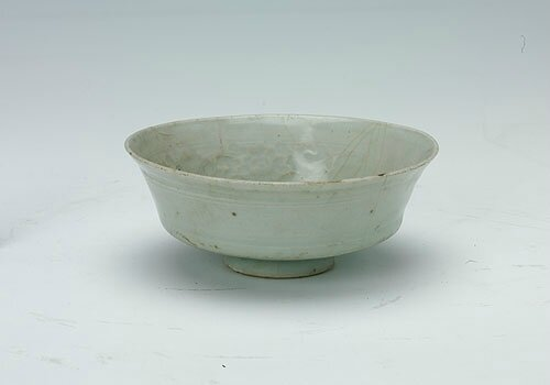 White-glazed bowl with the design of peony and curly grass, Yuan Dynasty (1271-1368)