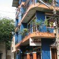 A la sortie, on a trouvé une maison bleue, sans sa coline...