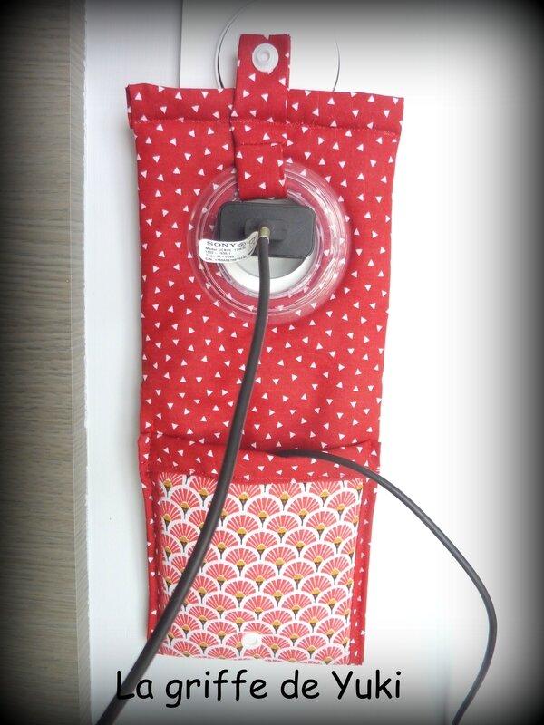 423 - Pochette chargeur téléphone rouge blanc (4)