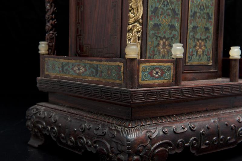 autel-en-bois-sculpte-et-emaux-cloisonnes-chine-dynastie-qing-1386584262682098