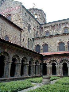 cloitre-de-la-cathedrale-du-puy-en-velay-2