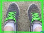 pieds_chaussures_lacets_verts