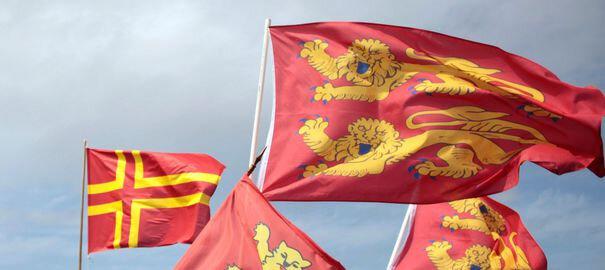 drapeaux-normands-sur-le-pont-de-normandie-10-mai-2014_4896143