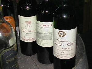 Trois_bouteilles_de_Bordeaux__repas_de_ve_soir_valandraud_d_de_ch_sociando_poivron