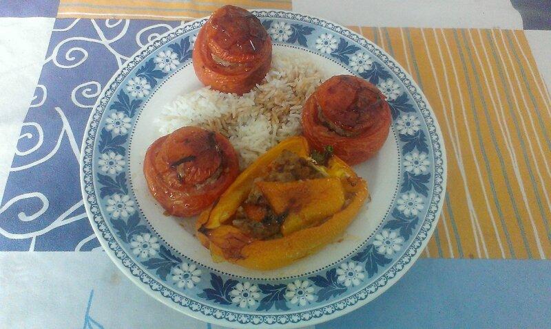 Tomates farcies au bœuf avec wasabi et graines de sésame