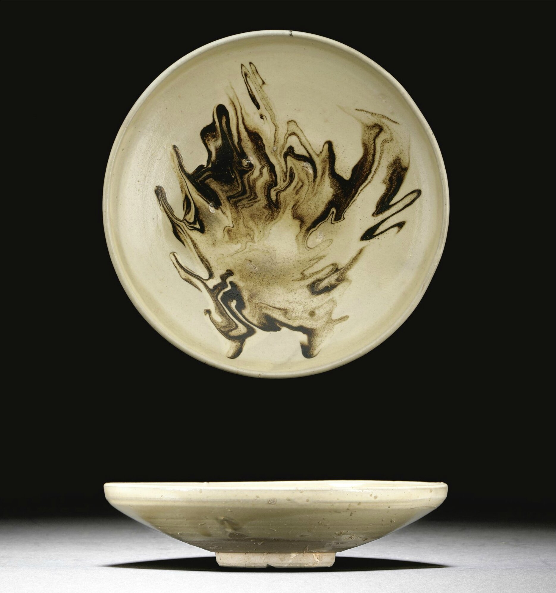 A rare marbled-glazed dish, Jin dynasty (1115-1234)