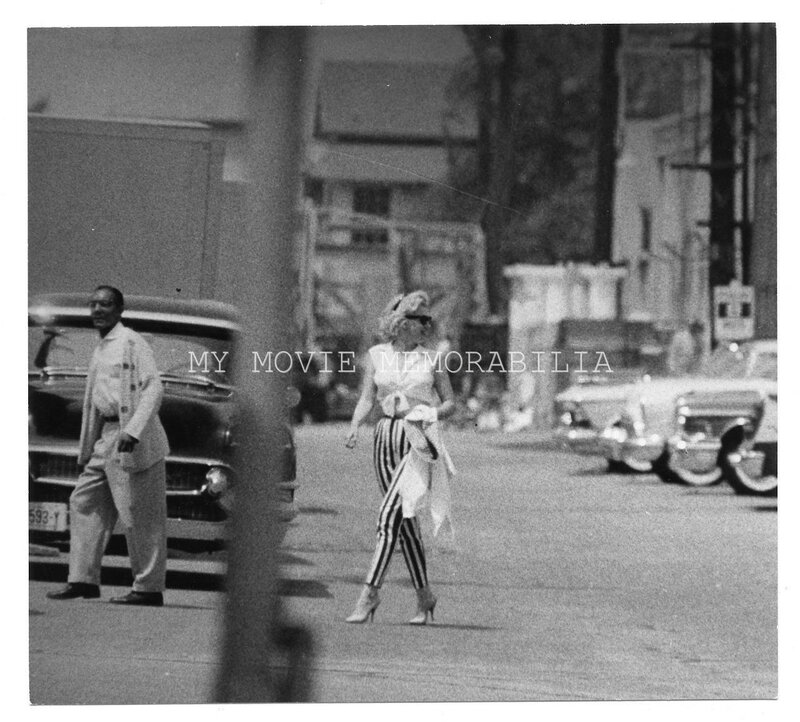 1959-11_1960-06-LML-on_set-rehearsal-leaving_Fox_studios-010-1a