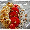 Porridge coco, noix, fraise et graine de chia / bowl