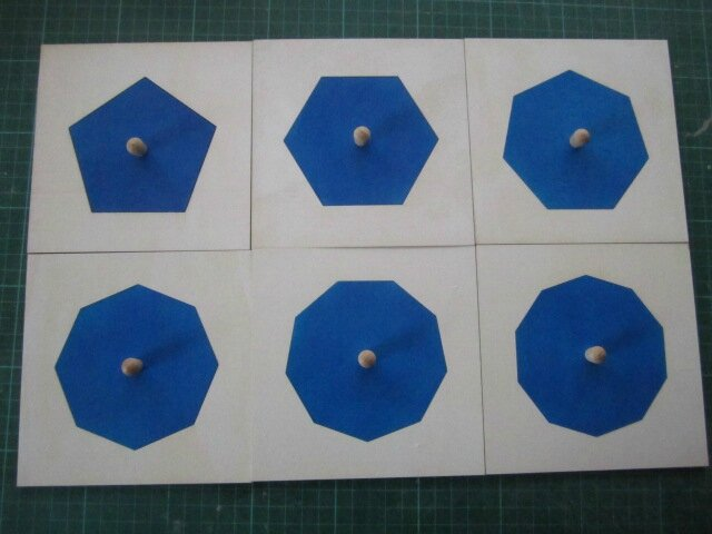 cabinet de géométrie montessori 004