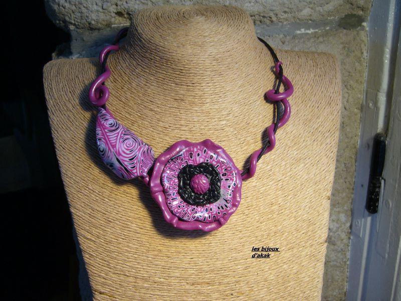 collier fleur rose