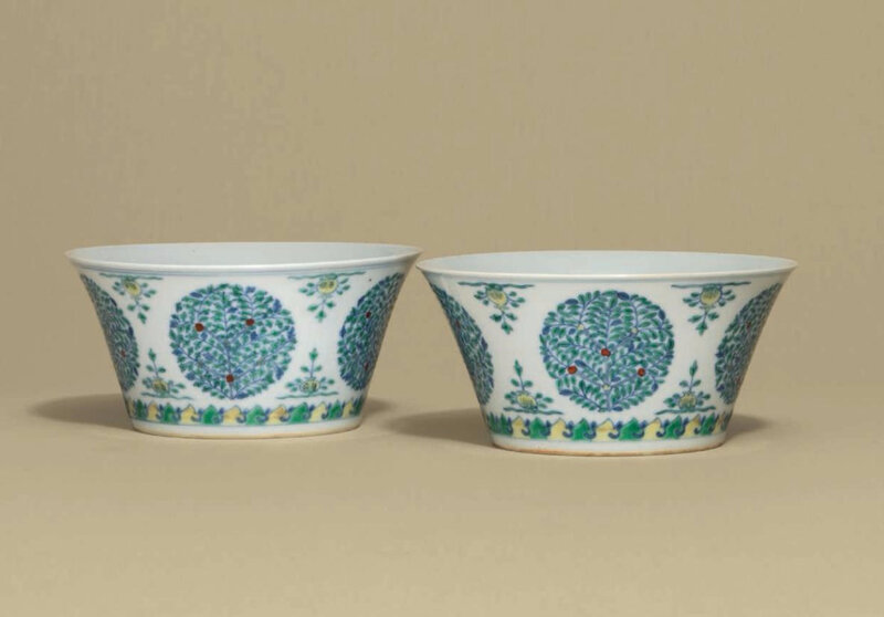 A pair ofdoucai'medallion' bowls, Qianlong six-character seal marks in underglaze blue and of the period (1736-1795)