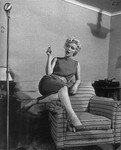 1954_04_15_Hollywood_040_Sit_010_Sofa_051