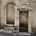 Les portes et les heurtoirs des maisons provençales