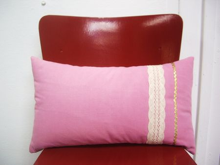 mauricette_coussin_30_50_application_rose_zoom