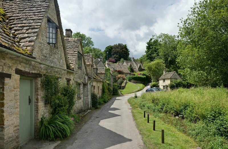 Bibury_Cottages_in_the_Cotswolds
