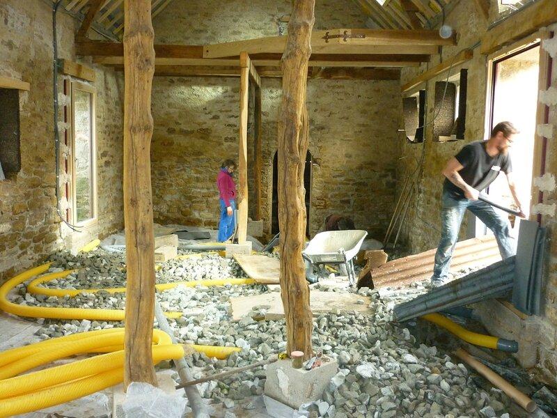 Renover une maison - longère - hérisson ventilé - drain -pierre lavée - ventilation dalle - geotextile 7