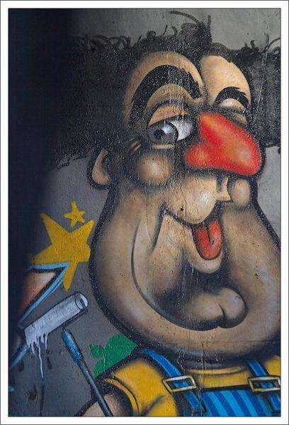 ville lulu graffiti Coluche 301112